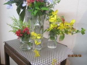 花の日に礼拝堂にかざったフラワーアレンジメント