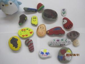 一人ひとり自分で考えて 石に絵(スノーペイント)を描きました